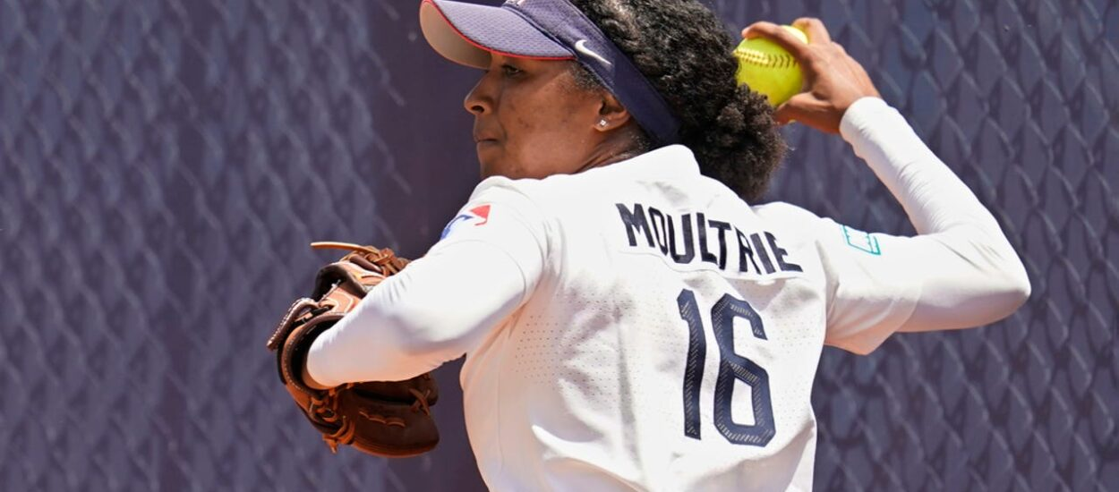 Canada loses hope for softball gold medal