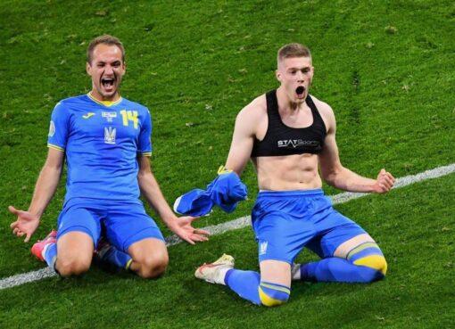 Do male soccer really wear sports Bra?